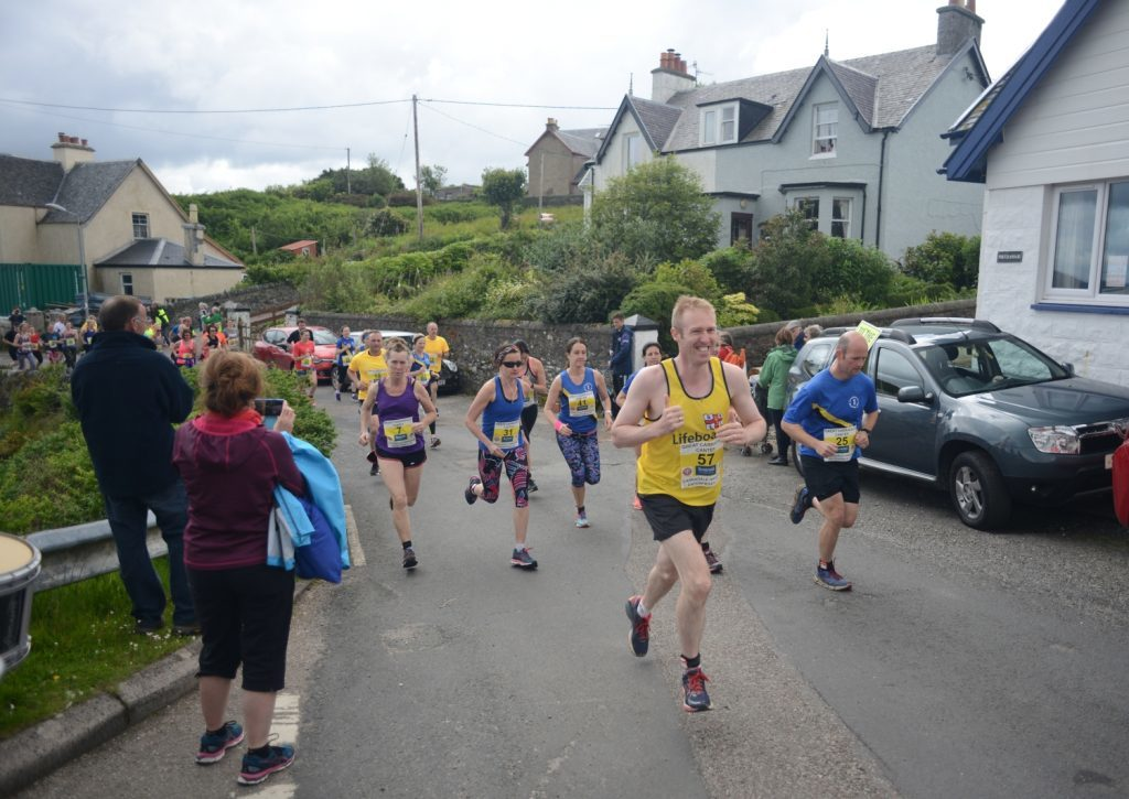 10Km racers surge up the hill.