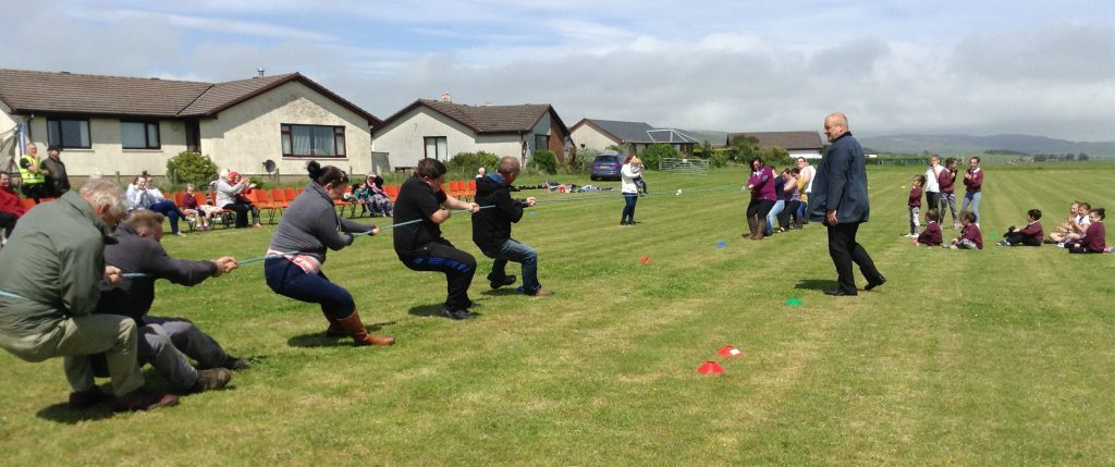 The children look on as the adults take part in the tug of war. c26southend01no_adults