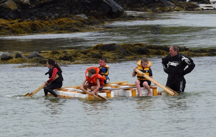 Some of the event's youngest entrants paddling hard. 50_c31gigha08_youngest entrants