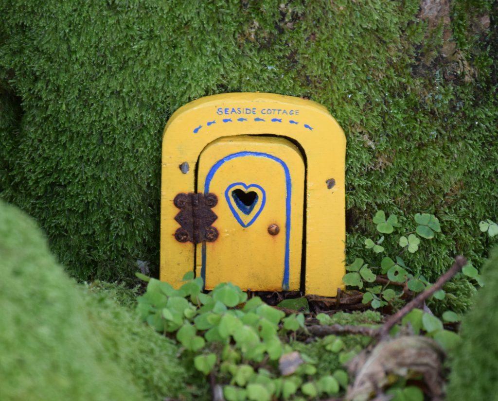 This fairy door is apt for An Ceardach's seaside location, overlooking the Kilbrannan Sound. 50_c35anceardach16_fairy door
