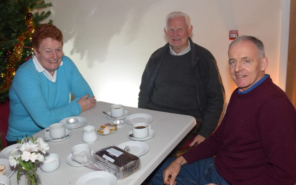 Jen Campbell, Sandy Watson and Malcolm Ronald enjoy a blether.