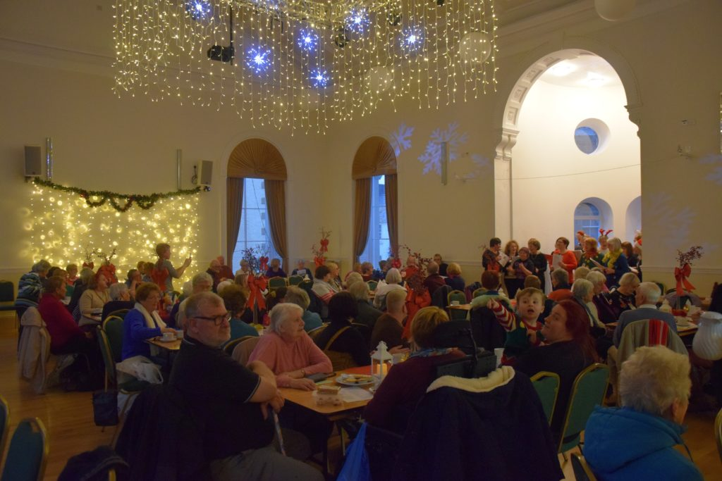 A large audience in the beautifully decorated hall.