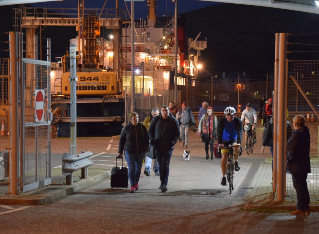 Many pedestrians and cyclists disembarked from the ferry.