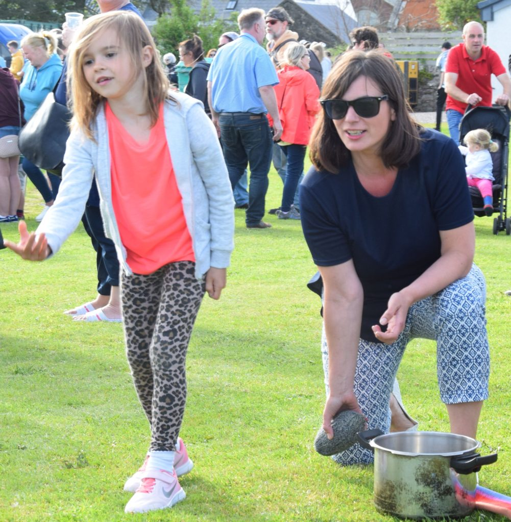 Amelia Findlay, six, and her mum, Arlene, toss the haggis.