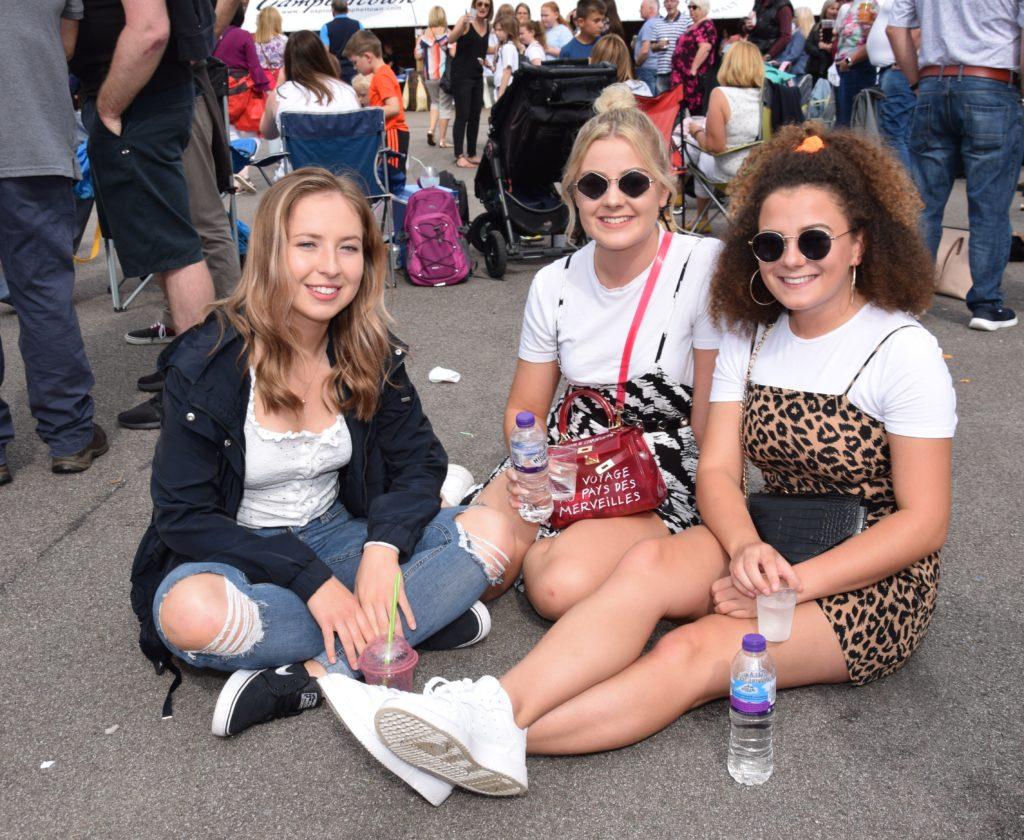 Jenny Semple, Ava Mclatchie and Iona Reid enjoyed the sunshine 'up the close'.