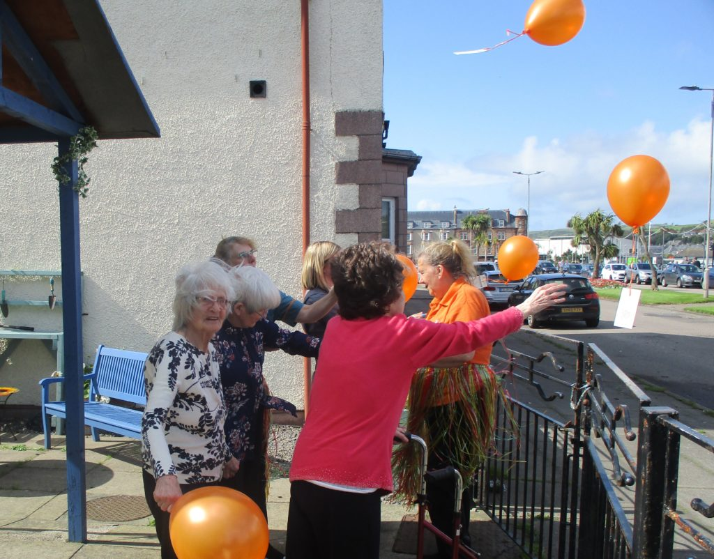 Kintyre Care Home residents releasing balloons.