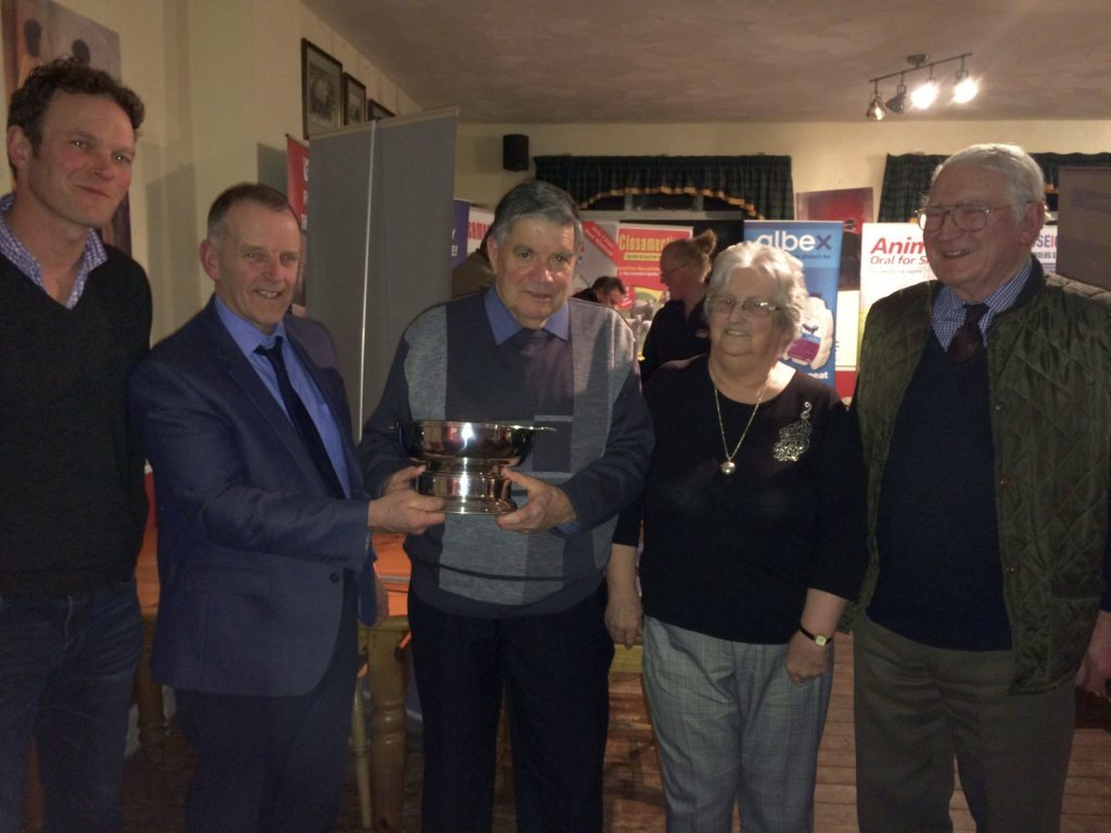 Stalwart Ronnie receives NFUS recognition